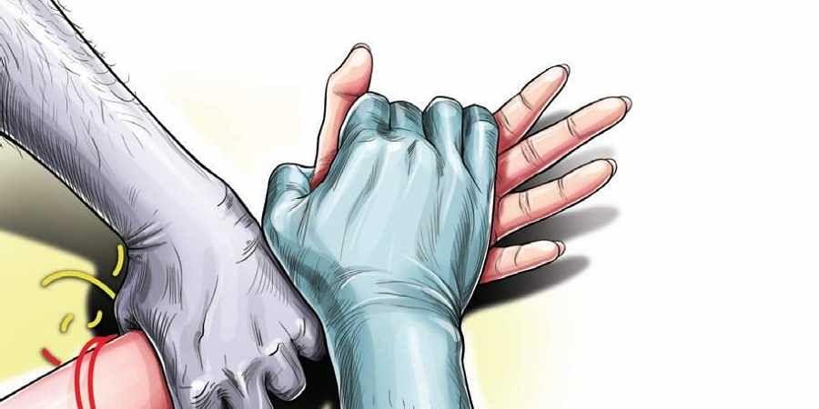 नौवीं की छात्रा के साथ गैंग रेप, 4 युवकों पर पुलिस ने दर्ज की FIR