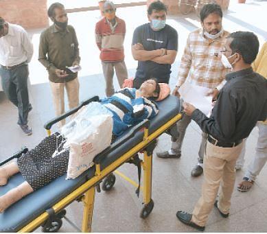 इंदौर : 111 किलो से वजन 30 किलो हुआ, कलेक्टर को की शिकायत