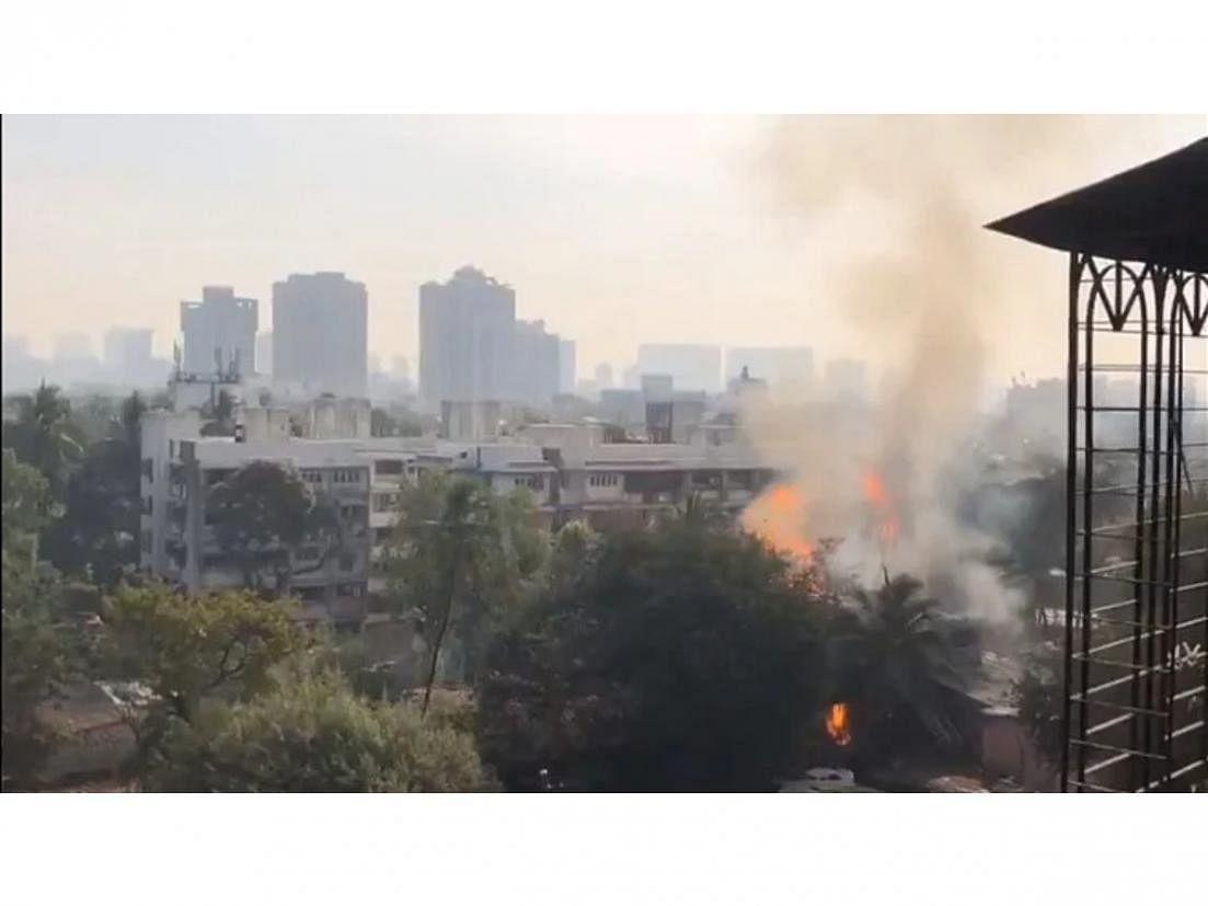 महाराष्ट्र: मुंबई के वर्सोवा इलाके में सिलेंडर गोदाम में भभकी आग-4 लोग घायल