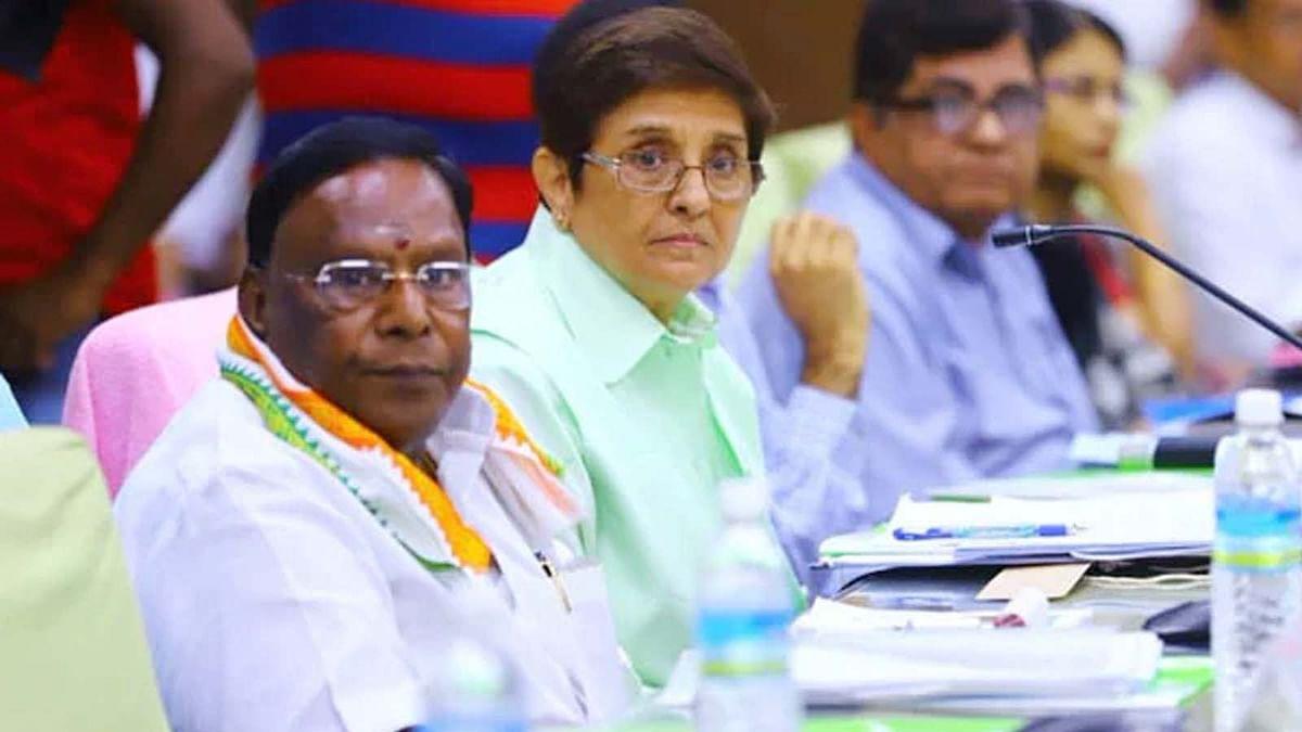 पुडुचेरी में सियासी उठापटक- रातोंरात किरण बेदी को राज्यपाल पद से हटाया