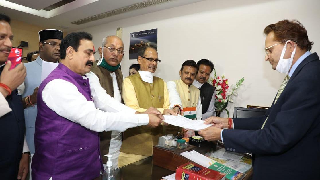 CM शिवराज के साथ पहुंचकर विधायक गिरीश गौतम ने किया नामांकन दाखिल