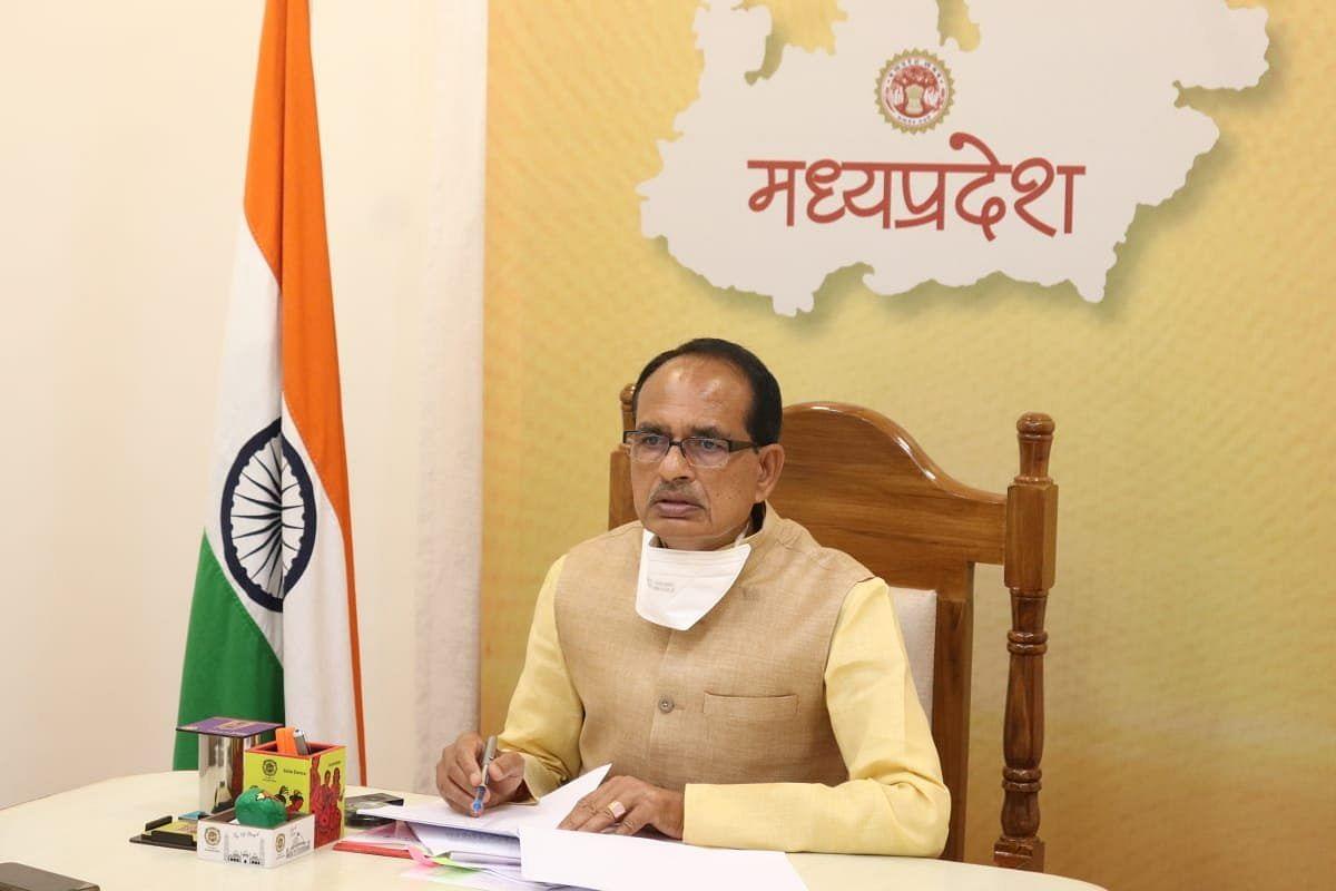 बैठक में CM चौहान ने फसलों की क्षति का आंकलन कर राहत पहुंचाने के दिए निर्देश