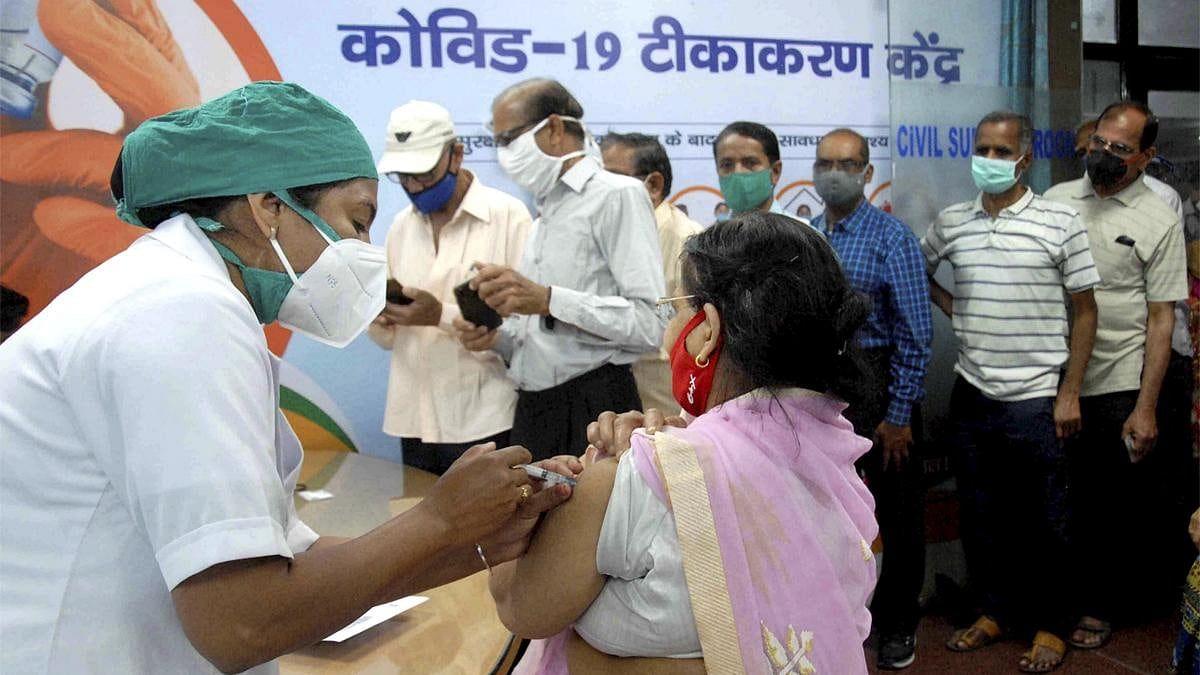 टीका लगवाने वाले सरकारी कर्मचारी को उस दिन अवकाश