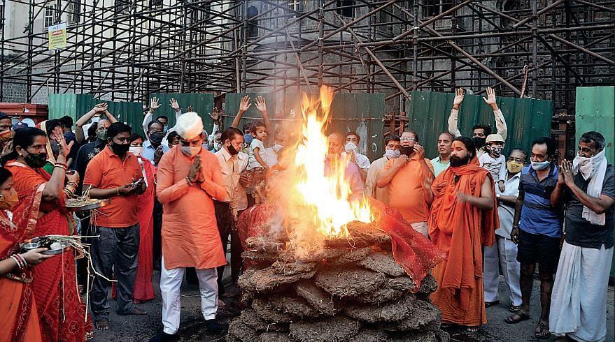राजबाड़ा के अंदर परिसर में हुआ दहन