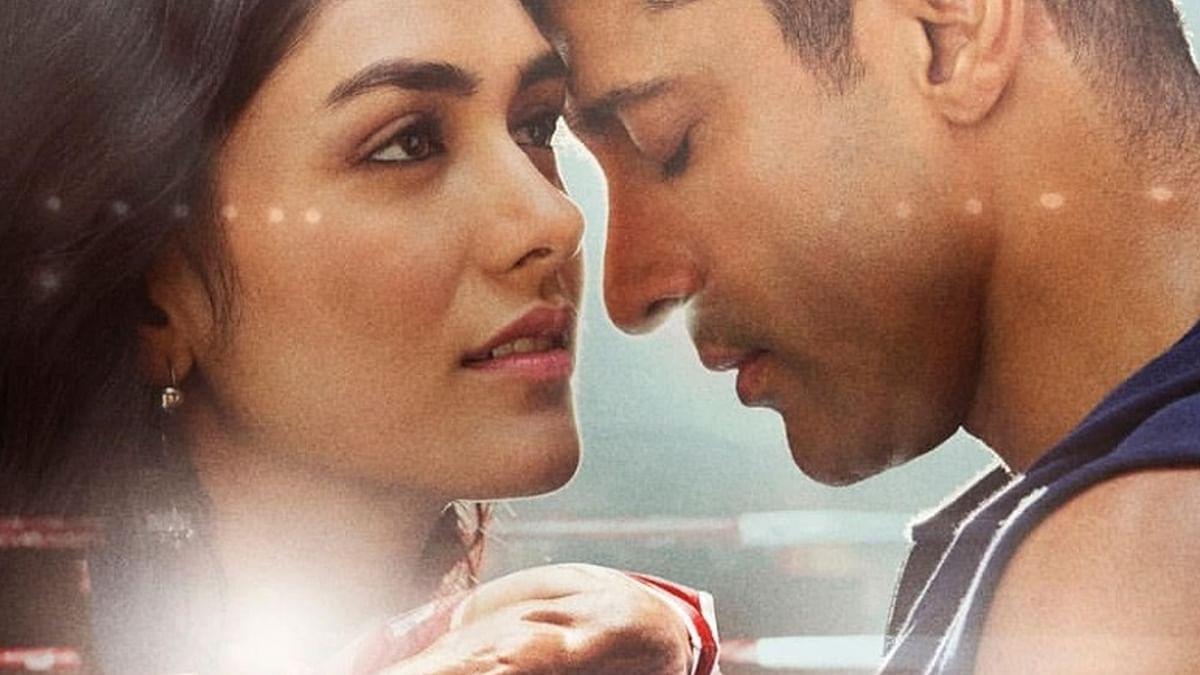फरहान अख्तर की फिल्म 'तूफान' का पावर पैक टीजर रिलीज, महेश बाबू ने की तारीफ
