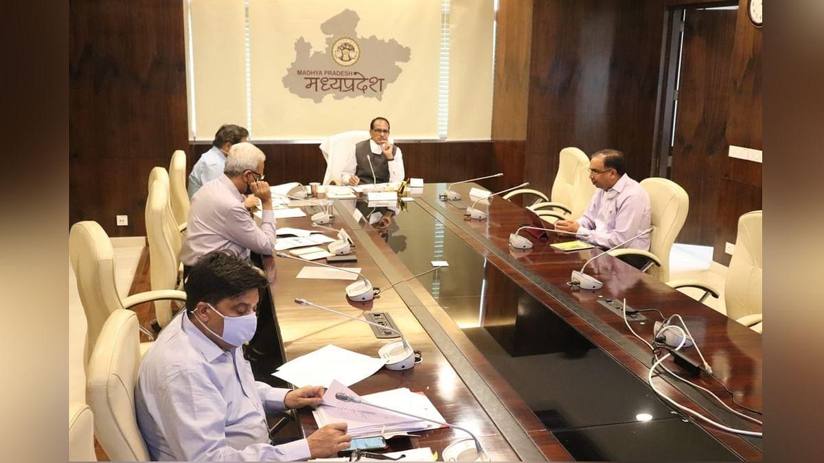 COVID19 की मौजूदा स्थिति को लेकर सीएम ने उच्च अधिकारियों के साथ की बैठक