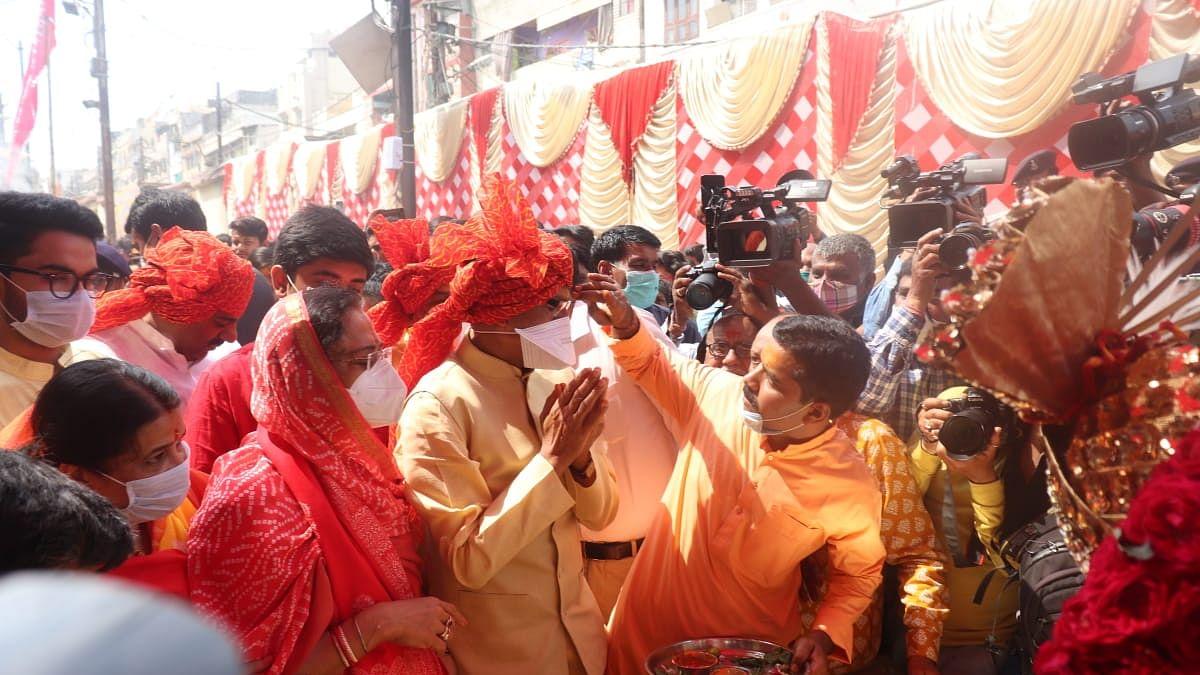 भोपाल: CM चौहान ने पत्नी संग बड़वाले महादेव मंदिर पहुंचकर की पूजा-अर्चना