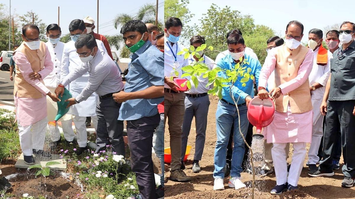 भोपाल: पौधरोपण अभियान के तहत आज मुख्यमंत्री शिवराज ने लगाया करंज व वट का पौधा
