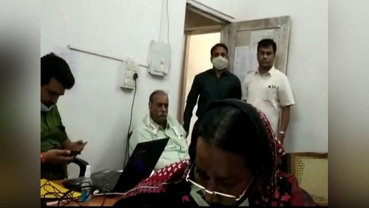 भोपाल: लोकायुक्त पुलिस की बड़ी कार्रवाई,महिला क्लर्क को रिश्वत लेते धर दबोचा