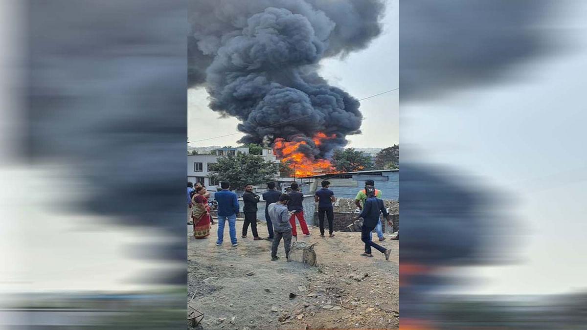 महाराष्ट्र: पुणे के बिबवेवाडी इलाके की एक गोदाम में मचा आग का तांडव