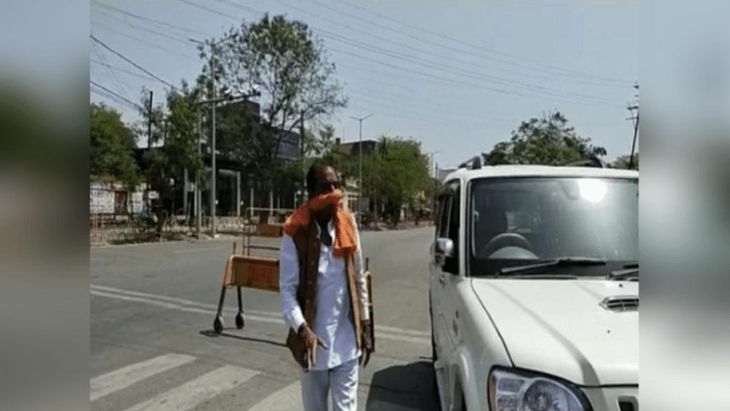 लॉकडाउन में गाड़ी दौड़ाते दिखे BJP नेता केसी राजपूत, पुलिस को हड़काकर निकले