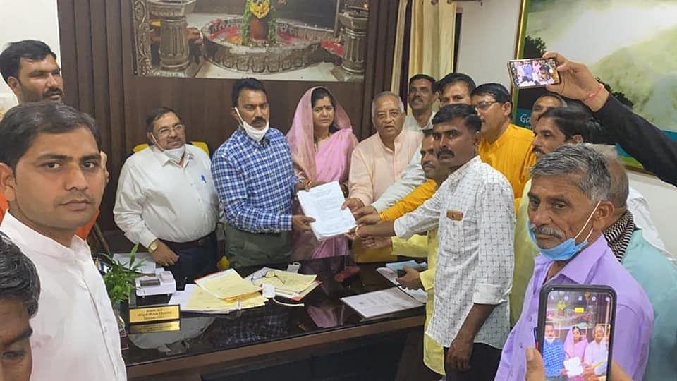ग्वालियर : सिंचाई मंत्री से मिलकर बताई किसानों की समस्या