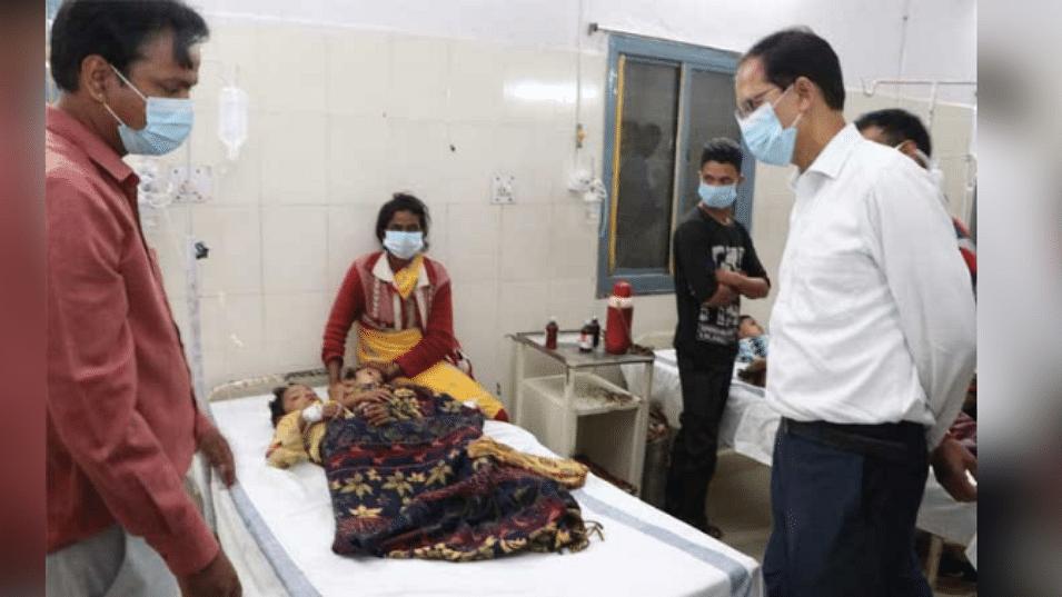 नरसिंहपुर: फल समझकर रतनजोत के बीज खाने से 21 बच्चे बीमार, अस्पताल में भर्ती