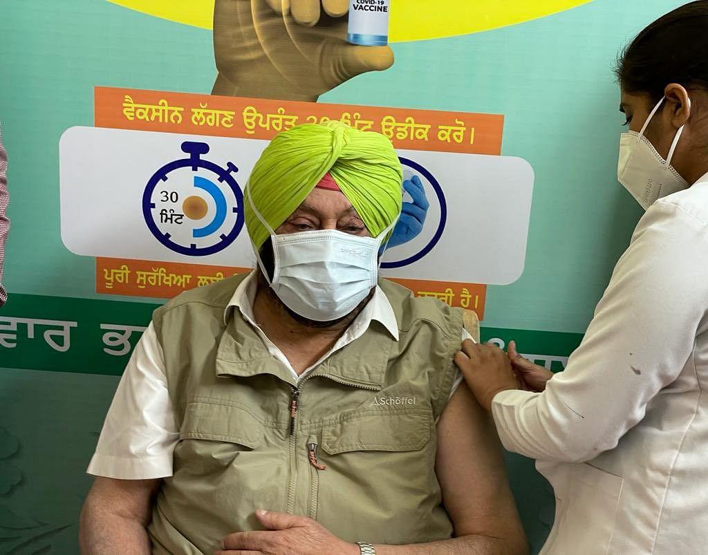 पंजाब के CM अमरिंदर सिंह ने लिया कोविड-19 वैक्सीन का पहला डोज