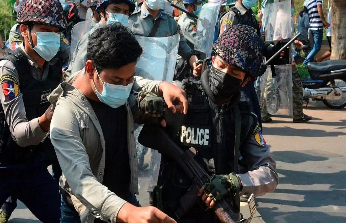 म्यांमार में छह पत्रकारों पर तख्तापलट विरोधी प्रदर्शनों कवरेज के आरोप