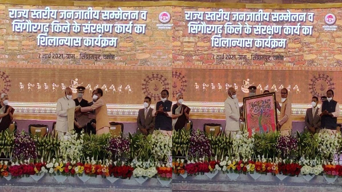दमोह: राष्ट्रपति को CM ने भेंट की शॉल व प्रतीक चिन्ह के रूप में गोंड कलाकृति