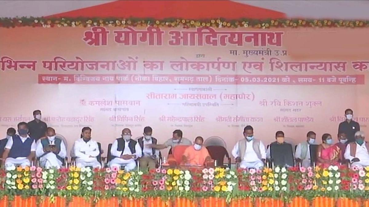 UP के गोरखपुर में CM योगी ने विभिन्न विकास कार्यों का किया शिलान्यास