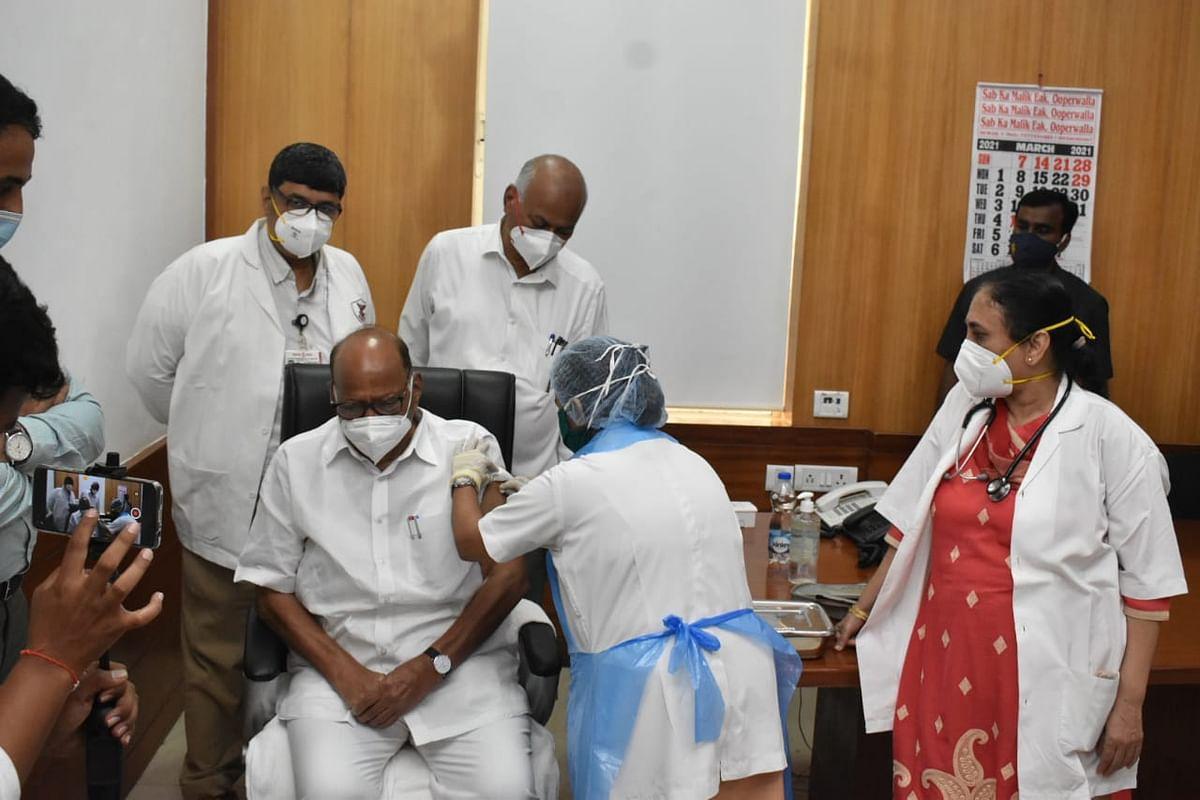 कोरोना वैक्सीनेशन की मुहिम तेज-अब मुंबई में NCP चीफ शरद पवार ने लगवाया टीका