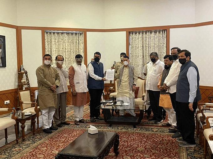 महाराष्ट्र सियासी घमासान के बीच BJP नेताओं के दल की राज्यपाल से मुलाकात