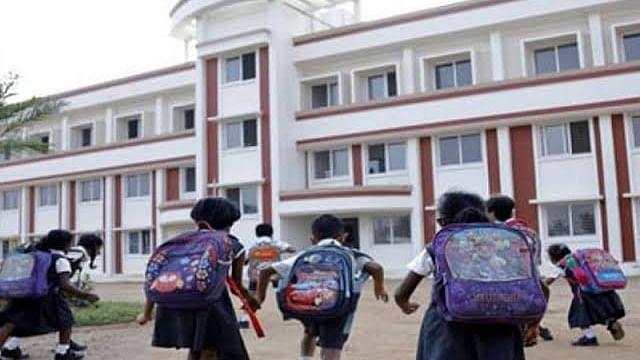 योगी सरकार ने लिया बड़ा फैसला, UP में कक्षा एक से आठवीं के लिए खुलेंगे स्कूल