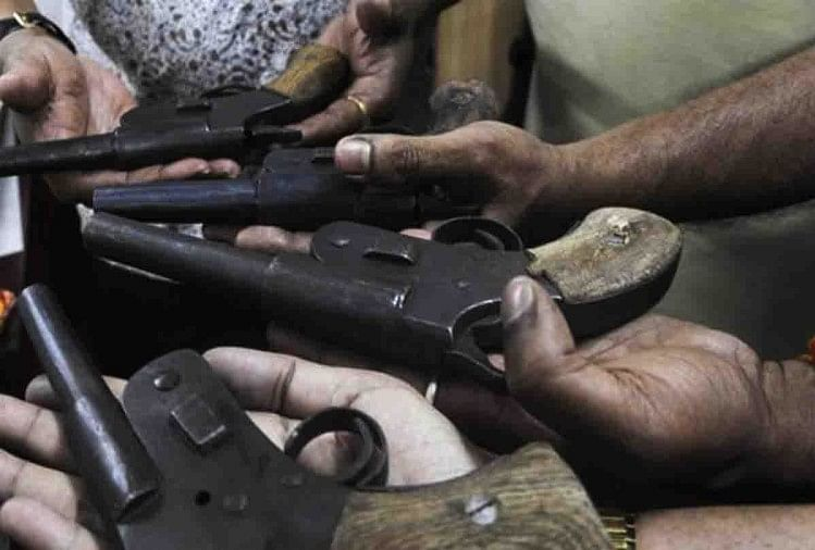 मथुरा में हथियार फैक्ट्री का भंडाफोड़,दो गिरफ्तार