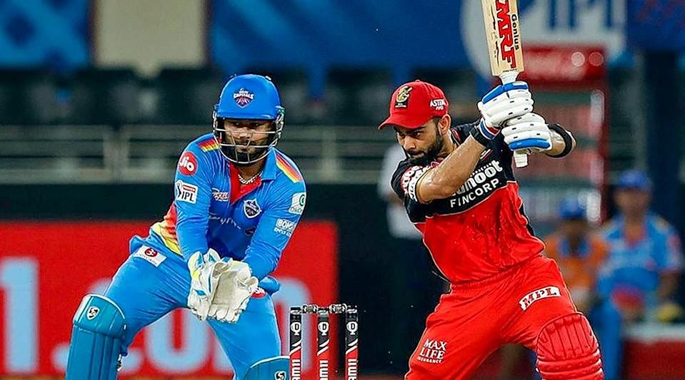 बेंगलुरु दिल्ली को एक रन से हराकर अंक तालिका में नंबर एक स्थान पर पहुँचा