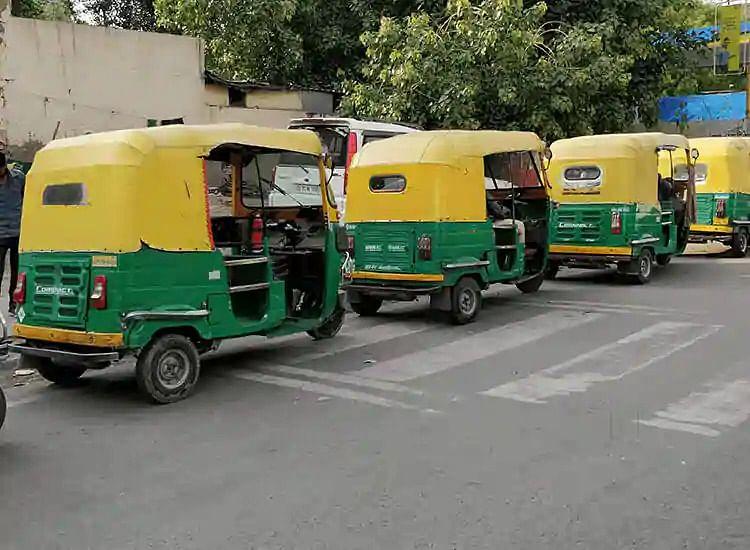 इंदौर : तिपहिया वाहन चालकों के सामने आर्थिक संकट