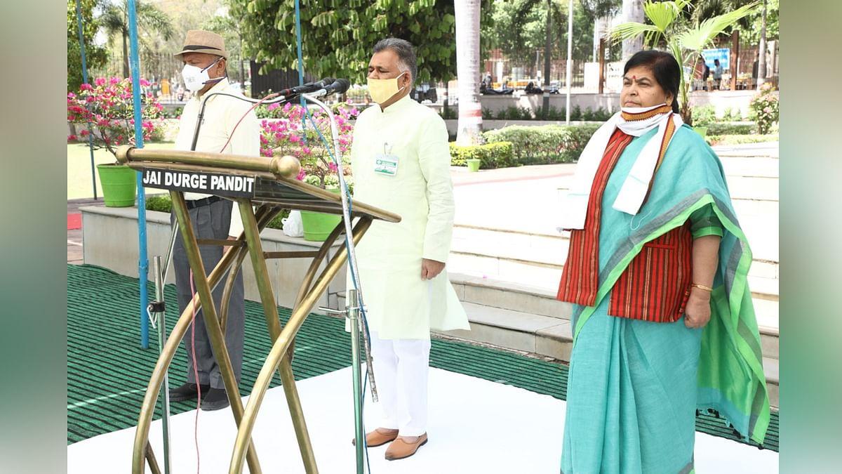मंत्रालय में माह के पहले कार्य दिवस पर राष्ट्रगीत और राष्ट्रगान का हुआ गायन