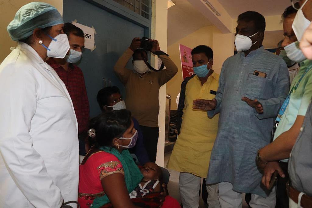 वैक्सीनेशन केंद्र और काउंटर की संख्या बढ़ाएं : डॉ. चौधरी