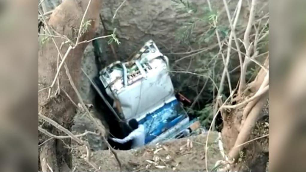 बड़वानी में हादसा: मजदूरों से भरा वाहन कुएं में जा गिरा, हादसे में 2 की मौत