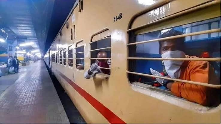 यात्रियों की संख्या के मद्देनजर रेलवे ने बढ़ाई ट्रेनों की संख्या और फेरे