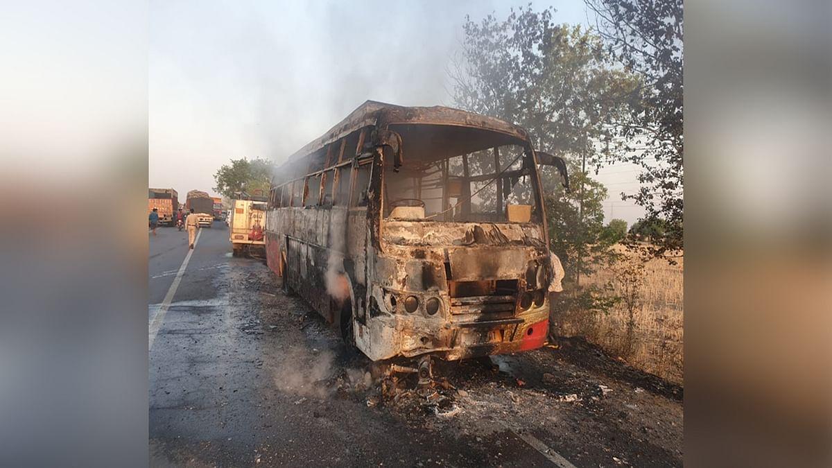 भिंड: भीषण टक्कर के बाद बस में लगी आग, सवारियों ने भागकर बचाई जान