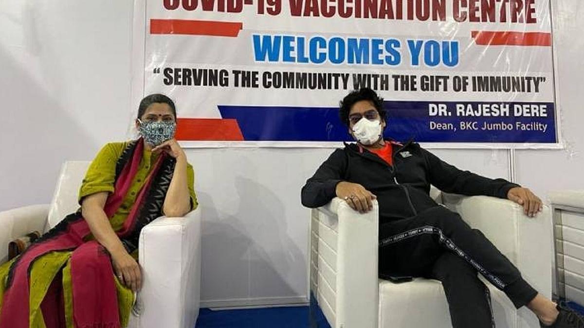 रेणुका शहाणे ने पति आशुतोष राणा संग लगवाई कोरोना वैक्सीन, सामने आई तस्वीर