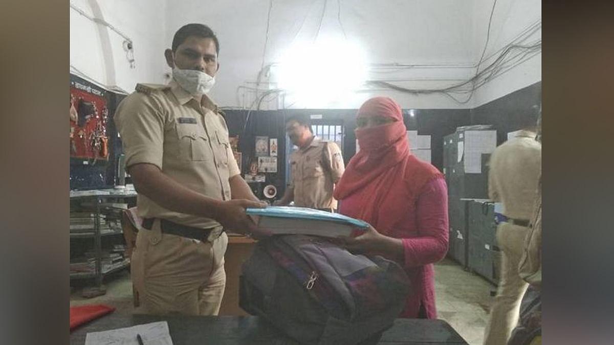 पुलिस आरक्षक ने छात्रा की परेशानी 2 घंटे में की हल,दस्तावेज मिले सुरक्षित