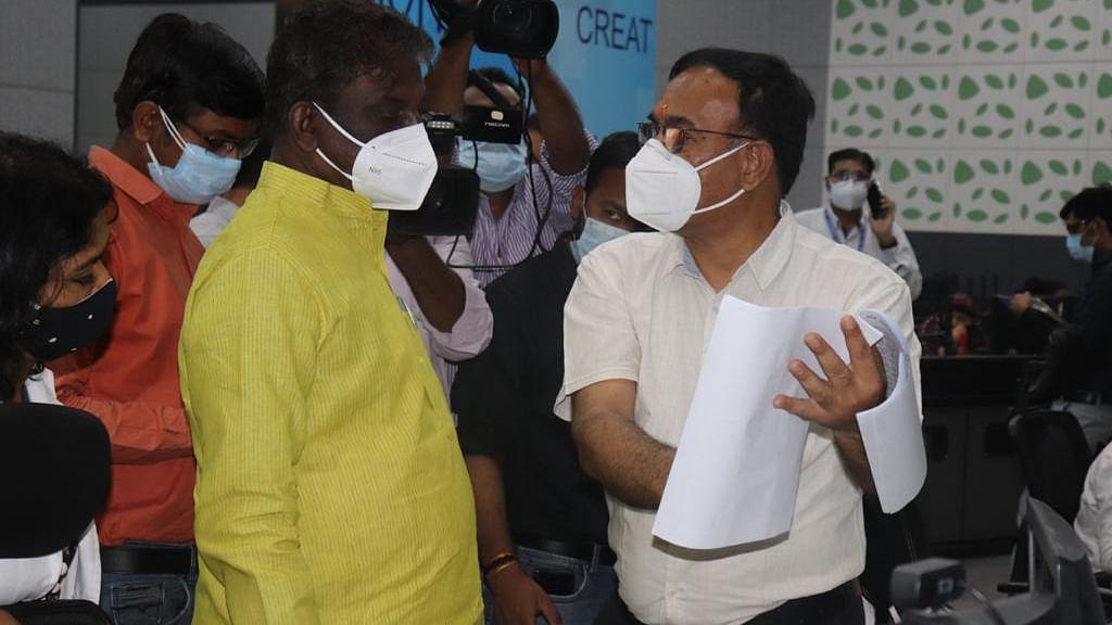 स्वास्थ्य मंत्री प्रभुराम चौधरी ने कमान्ड कंट्रोल सेंटर का किया निरीक्षण