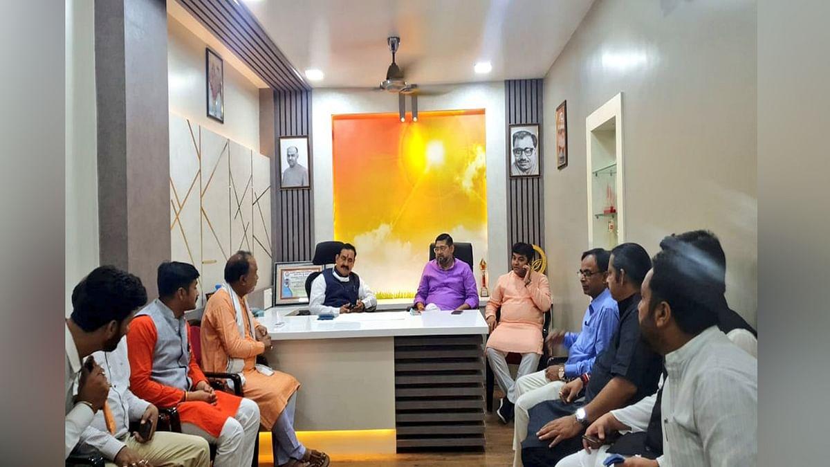 बंगाल प्रवास के दौरान आसनसोल में BJP कार्यकर्ताओं से मिले मंत्री मिश्रा