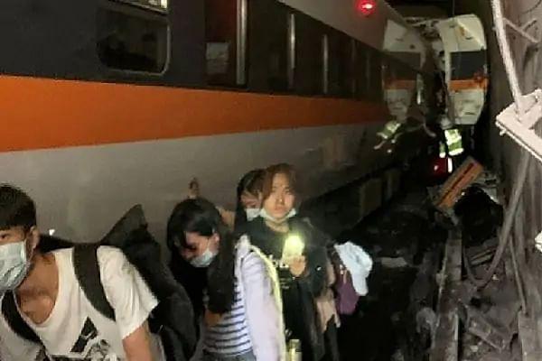 ताइवान में ट्रेन पलटने से हुई बड़ी दुर्घटना में 36 की मौत, 72 से ज्यादा घायल