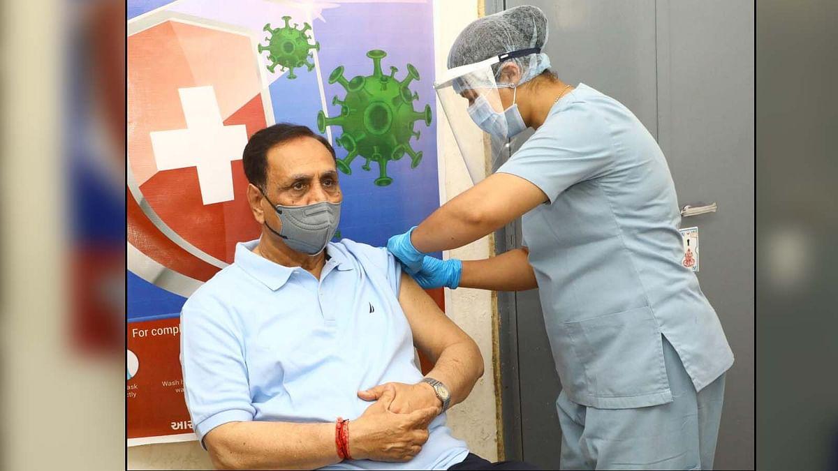 कोविड वैक्सीनेशन की मुहिम जारी- गुजरात CM रूपाणी ने ली वैक्सीन की पहली डोज