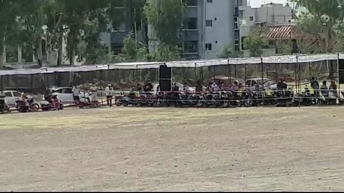 इंदौर: दशहरा मैदान में ड्राइव इन कोविड टेस्ट की हुई शुरूआत, उमड़ी भारी भीड़