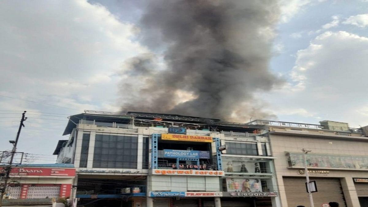 भोपाल: 10 नंबर मार्केट की बिल्डिंग में भभकी भीषण आग,बनी अफरा-तफरी की स्थिति