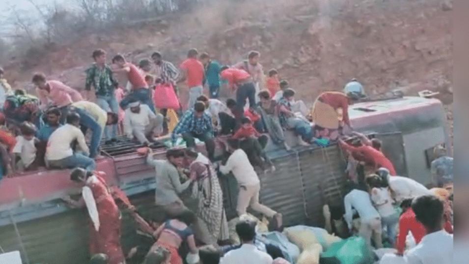 ग्वालियर: संकट के बीच फिर सड़क हादसा, यात्री बस पलटने से तीन की दर्दनाक मौत