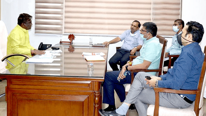 स्वास्थ्य मंत्री चौधरी ने अधिकारियों के साथ की उच्च स्तरीय बैठक,दिए निर्देश