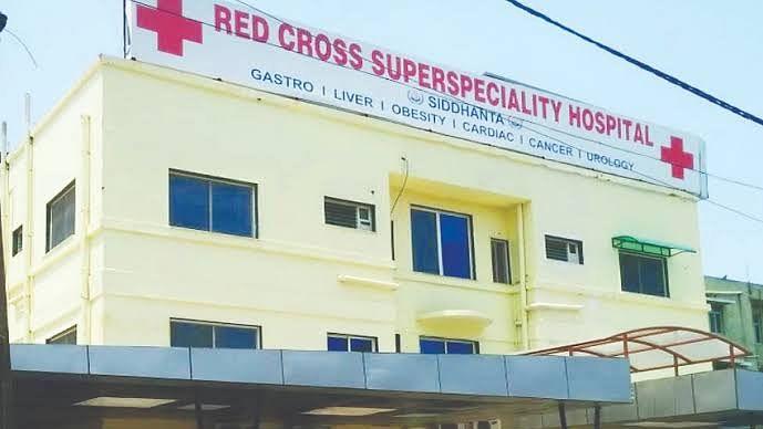 रेडक्रॉस अस्पताल में हंगामा, डॉक्टर्स और पैरामेडिकल स्टाफ ने किया प्रदर्शन