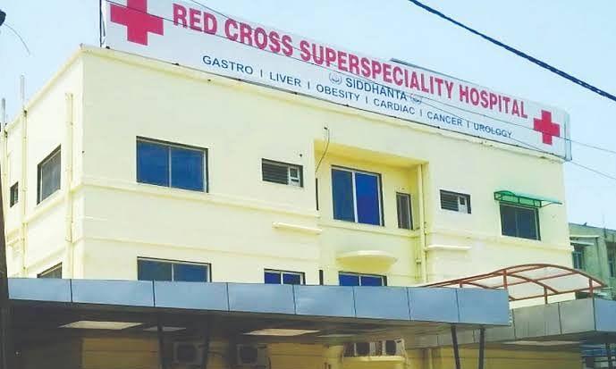रेडक्रॉस अस्पताल में डॉक्टर्स और पैरामेडिकल स्टाफ ने किया प्रदर्शन