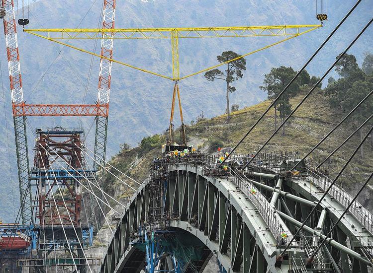 J&K वासियों को मिलेगी बड़ी सौगात, चिनाब नदी पर बन रहा दुनिया का सबसे बड़ा पुल