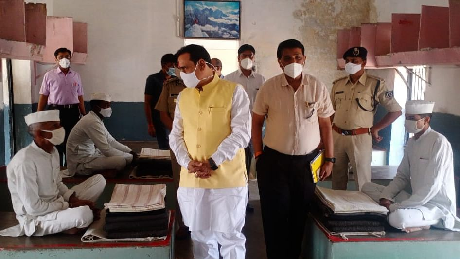 भोपाल के सेंट्रल जेल पहुंचे मंत्री नरोत्तम मिश्रा, कैदियों का जाना हालचाल