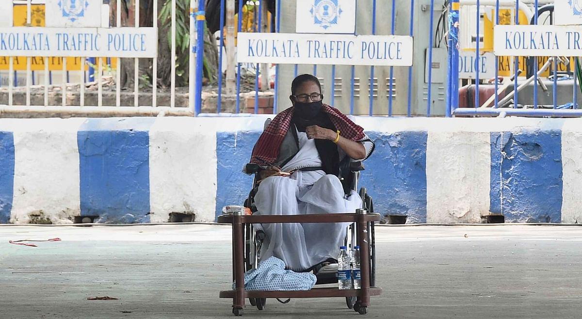 चुनाव प्रचार की पाबंदी पर EC के खिलाफ ममता दीदी का धरना 3 घंटे में खत्म
