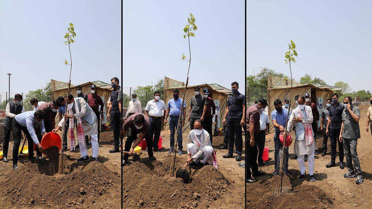 पर्यावरण बचाने की पहल: आज CM चौहान ने स्मार्ट पार्क में लगाया पीपल का पौधा