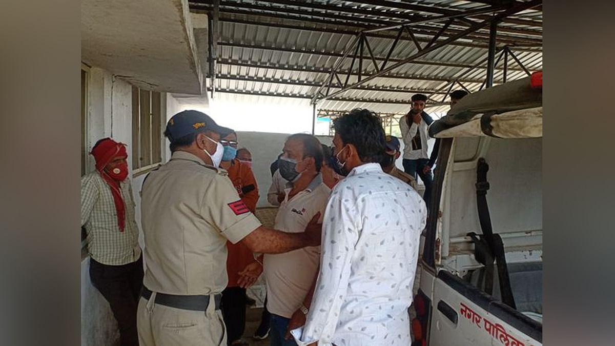 सागर: युवक ने फांसी लगाकर की आत्महत्या, पीएम को लेकर परिजनों ने किया हंगामा