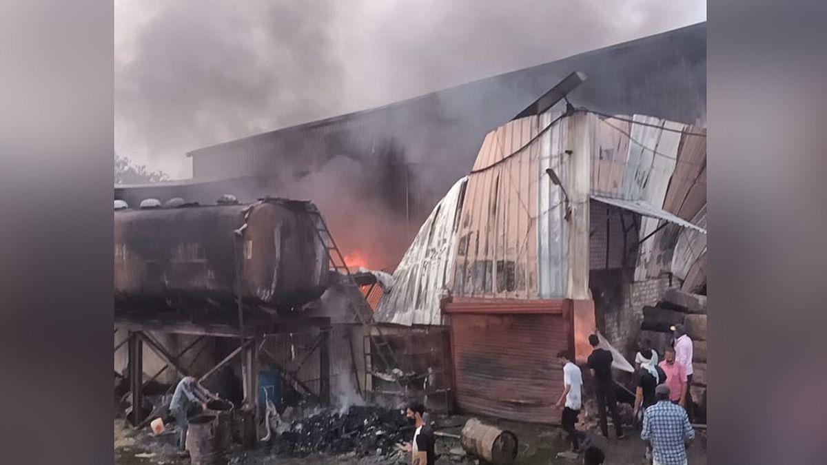 खंडवा फ्रेश ऑयल मिल में लगी भीषण आग, कड़ी मशक्कत के बाद आग पर पाया काबू